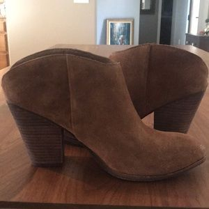 NWT Dolce Vita brown suede booties. Size 10B.